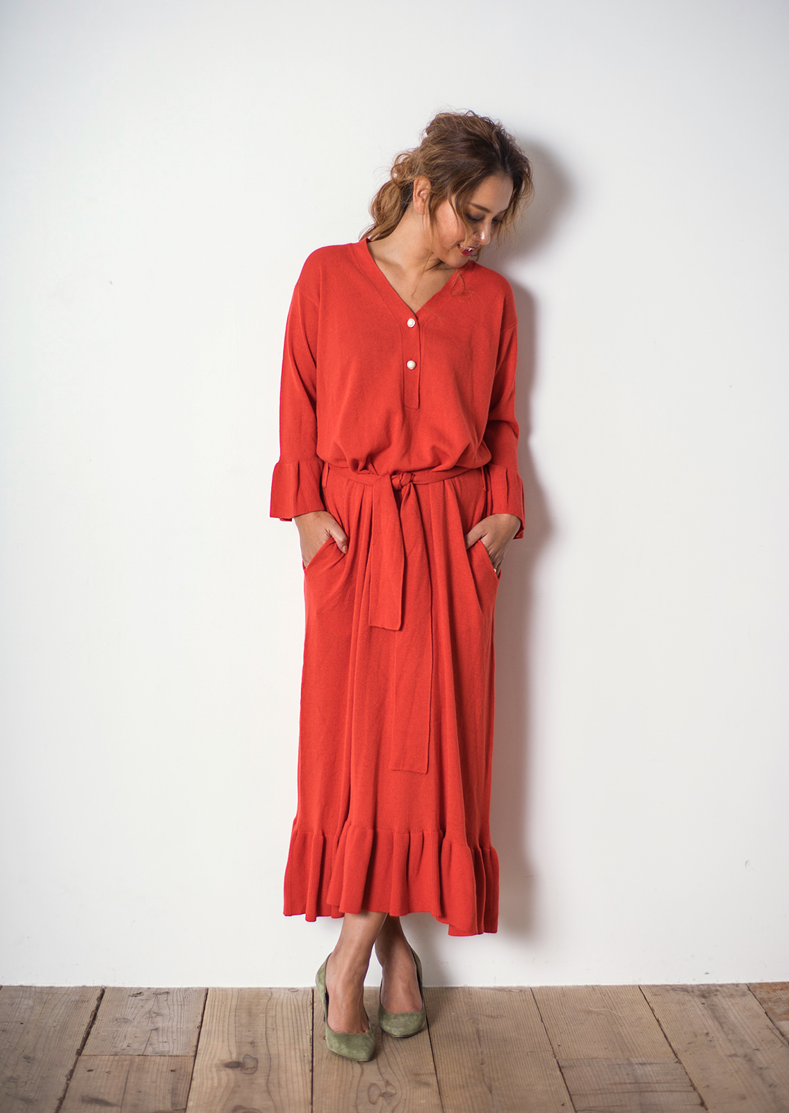 DG71AW015 FLARE LONG KNIT ONE PIECE COLOR: RED, GRY, BEG 13,000yen