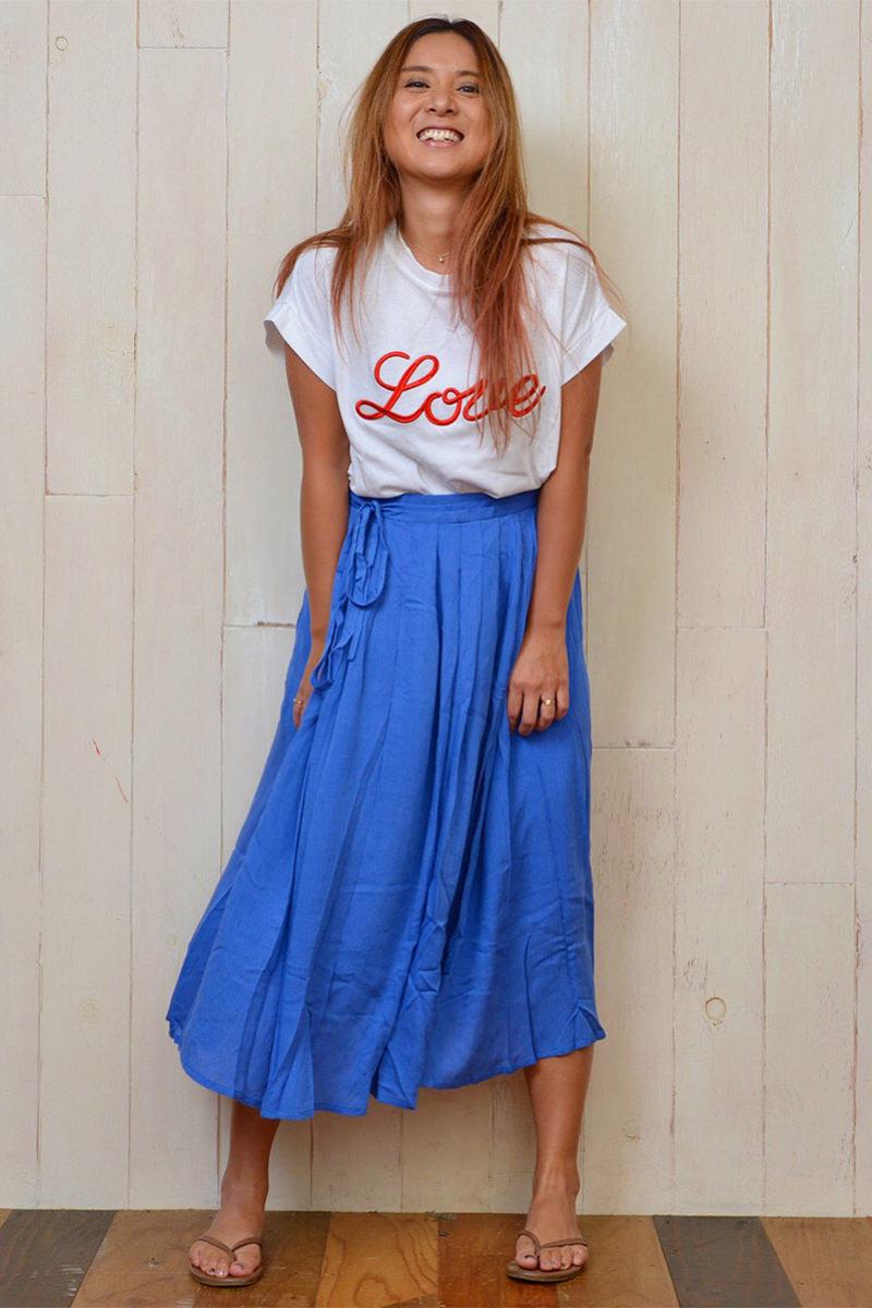 25727232949fb LOOKBOOKを見たお客様たちから、発売を楽しみにしてもらっていたLOVE Tシャツとボリュームスカート。 色の組み合わせで人気なのはこちらのコーデ。